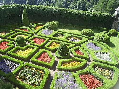 Beau Renaissance Gardens