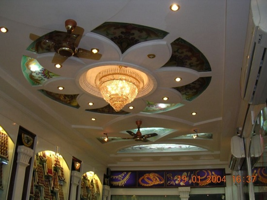 Intricate False Ceiling Design of the Jewellry Showroom
